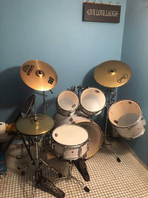 Like new 5pc drum set with iron cobra double bass pedal. for Sale in Brooklyn, NY