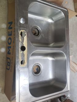 Moen Stainless Steel Kitchen Sink for Sale in Costa Mesa,  CA