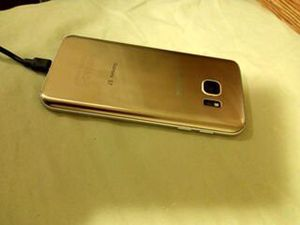 Samsung Galaxy S7 phone for Sale in Raleigh, NC