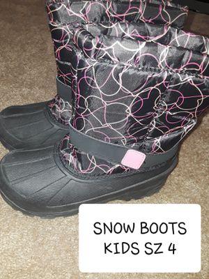 SNOW BOOTS SZ 4 BIG KIDS for Sale in Surprise, AZ