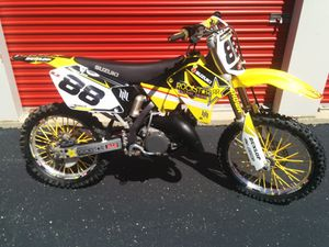 2001 Suzuki RM125 Dirt Bike for Sale in Chicago, IL