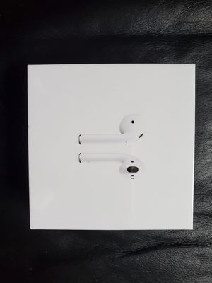 Apple AirPods with Wireless Charging Case for Sale in Chicago, IL