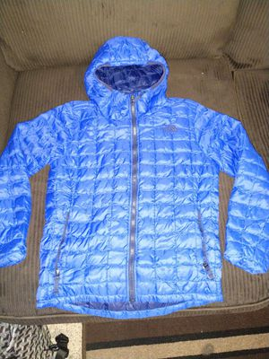 The North Face ThermoBall Eco Hoodie in Blue (Boys Medium 10/12) for Sale in Sumner, WA