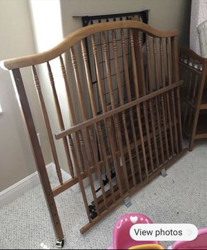 Free - Solid wood crib and changing table for Sale in Alafaya, FL