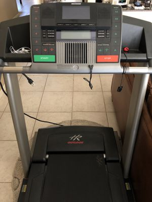 Health rider treadmill with built in TV for Sale in VLG WELLINGTN, FL