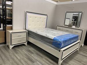4 Pc. QUEEN BEDROOM SET WITH MATTRESS for Sale in Modesto, CA