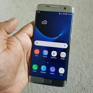 SAMSUNG Galaxy S7 Edge, Factory Unlocked..( Almost New Condition) for Sale in Springfield, VA