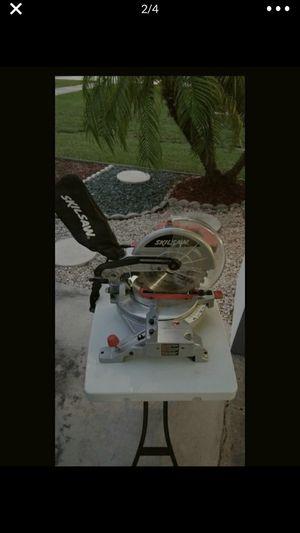 Skill 15 Amp 10 inch Quick mount compound miter saw like new used twice DeWalt Sierra wood for Sale in Miami, FL