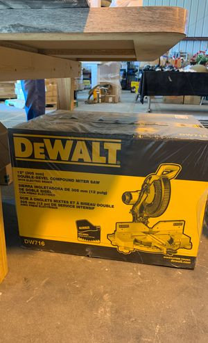 "Dewalt 12"" double-bevel compound miter saw for Sale in Bartow, FL"