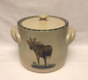 Home and Garden Party stoneware bean pot moose cookie jar or canister with lid for Sale in Phoenix, AZ