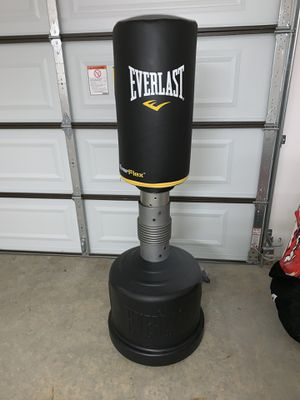 Everlast punching bag for Sale in Meadow Vista, CA