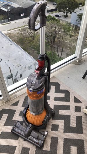 Dyson vacuum cleaner. for Sale in Miami Beach, FL