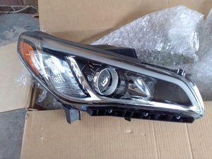 OEM ( 15-17 ) Hyundai Sonata headlight for Sale in North Charleston, SC