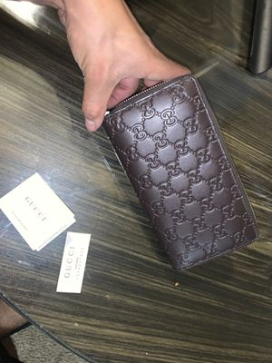 Gucci women's zip wallet for Sale in Tracy, CA