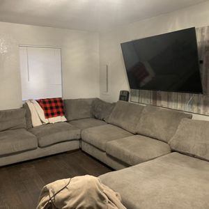 Sectional Sofa Pet Friendly Home for Sale in Tacoma, WA