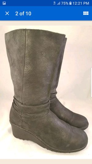 KEEN WOMAN BOOTS WEDGES PLATFORM CHARCOAL BLACK NUBUCK SIZE 40/9.5 *Used condition - scuffs and scratches  *Size marked is EUR 40/ US 9.5 for Sale in Las Vegas, NV