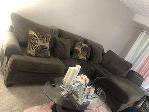 Couch sectional with 4pillows for Sale in Greenbelt, MD