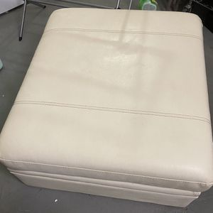 A Wonderful Storage Ottoman ! Cream Color for Sale in Vancouver, WA