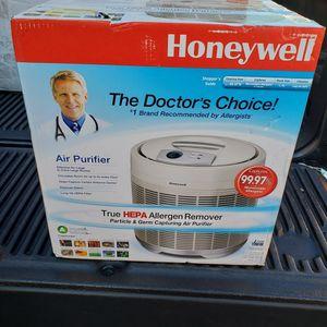 Honeywell True HEPA Allergan Remover air purifier for Sale in Fullerton, CA