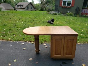 Kitchen end table/bar for Sale in Morris, IL