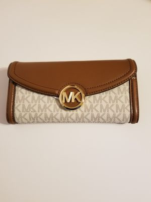 NEW! AUTHENTIC WITH TAGS BEAUTIFUL VANILLA AND BROWN WALLET! for Sale in Garland, TX