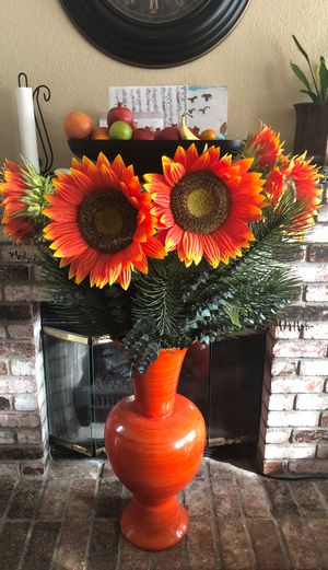 Vase with beautiful flowers! for Sale in Citrus Heights, CA