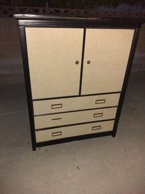 Free TV stand /dresser for Sale in Chino, CA
