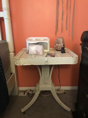 End table for Sale in Millersville, MD