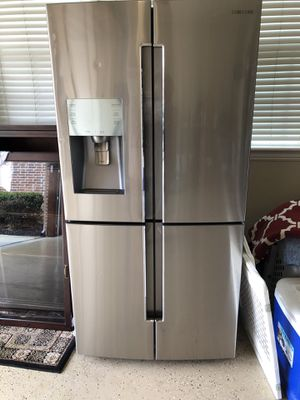 Samsung 29 cubic foot refrigerator freezer for Sale in Fort Worth, TX