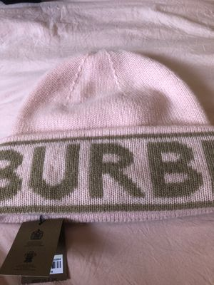 BURBERRY WOMANS BEANIE for Sale in Gardena, CA