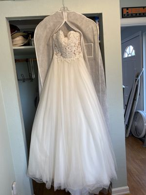 A-line wedding dress, tulle skirt, small train size 2 no alterations for Sale in Port Orchard, WA