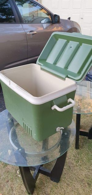 Rubbermaid cooler for Sale in Hanover Park, IL