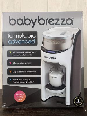 BABY SALE! Newborn essentials. Baby Brezza formula pro advanced, snuggle nest, Baby shusher and what to expect when your expecting for Sale in Las Vegas, NV