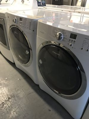 ELECTROLUX WASHER AND DRYER SET HEAVY DUTY for Sale in La Habra, CA