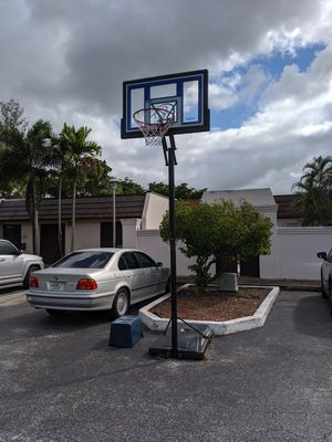 Basketball hoop (FREE) for Sale in Miami Lakes, FL