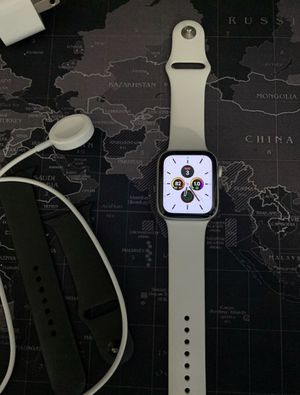 Silver Apple Watch Series 5 44MM for Sale in Hanover Park, IL