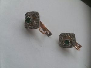 Vintage ladies 14k gold emerald diamonds earrings. for Sale in San Francisco, CA