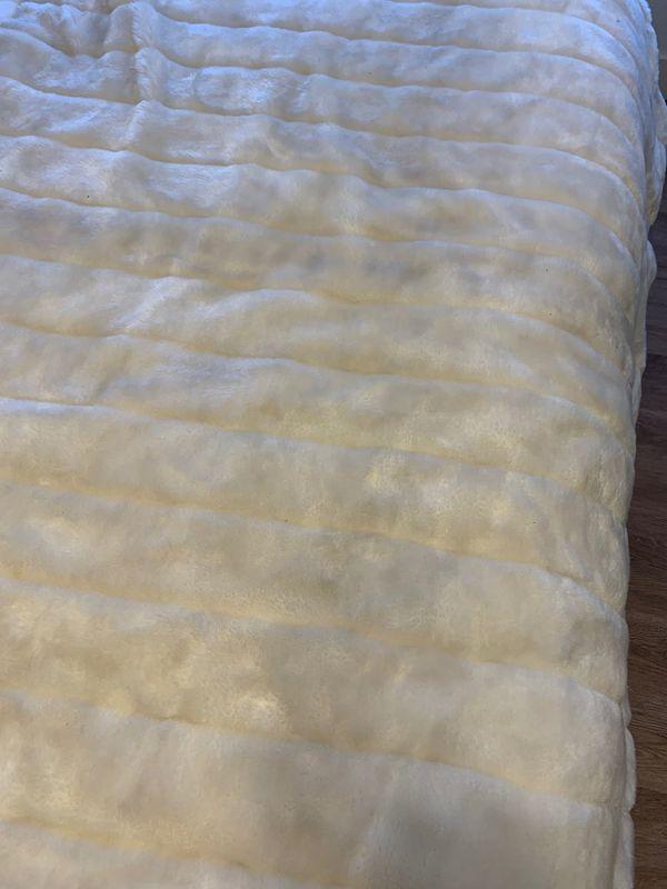 White faux fur throw blanket