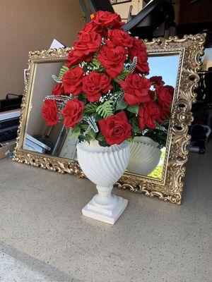 Beautiful flowers in the vase $35 for Sale in Phoenix, AZ