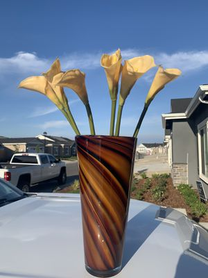 Vase with Silk Flowers for Sale in Tulare, CA