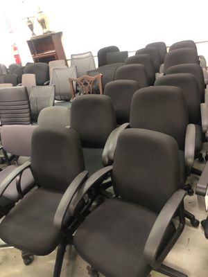 Warehouse full of office chairs for Sale in Atlanta, GA