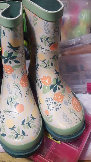Oaki girls rubber boots size 9s never worn for Sale in Kearns, UT