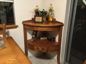 Corner Table - $30 for Sale in Tacoma, WA