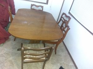 Table and chairs for Sale in Marshalltown, IA
