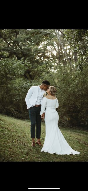 Beautiful Timeless Wedding Dress for Sale in Pittsburgh, PA