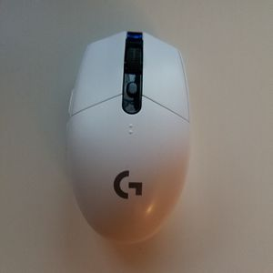 Logitech G305 LIGHTSPEED Wireless Gaming Mouse for Sale in Orlando, FL
