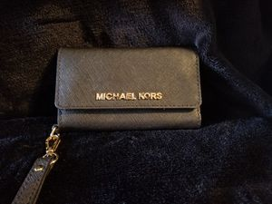Michael Kors iPhone 5 wallet. for Sale in Aurora, CO