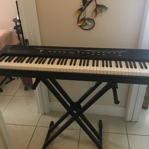 Yamaha keyboard piano for Sale in Kissimmee, FL