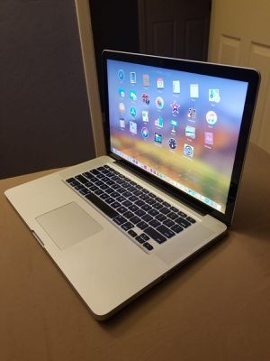 Excelente Laptop Apple Macbook Pro de 15 pulgadas Procesador Intel Core i7 con programas for Sale in Oakland, CA