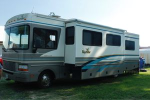 Fleetwood Bounder Year 2000 3000 Miles! for Sale in Powhatan, VA